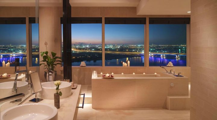 28.presidental-suite-bathroom-dubai-skyline-view