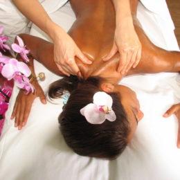 Ayurveda: una pratica di benessere completa, dai massaggi al cibo