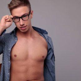Pornoattore al tempo del Covid: Max Felicitas rinuncia