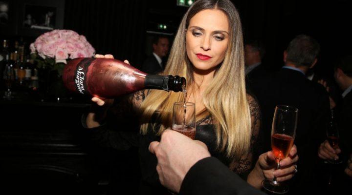 clara-morgane-champagne