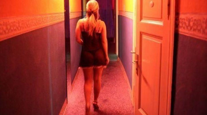 Racconto erotico di fantasia – Donne mature: le serate solitarie della signora Duprè