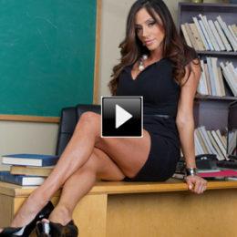 Porno milf video: ecco Ariella Ferrera!