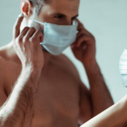 Sesso e Covid: ecco cosa fare per non rischiare il contagio