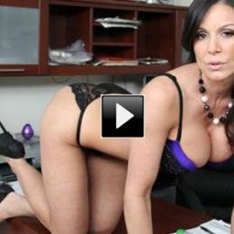 Video porno: milf Kendra Lust, la più sexy